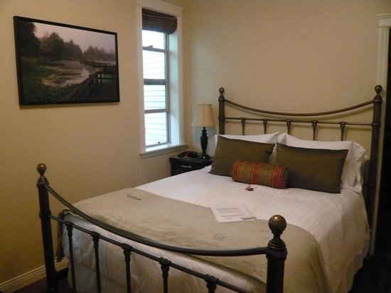 Mt. Woodside Bed & Breakfast: Bett im Schlafzimmer