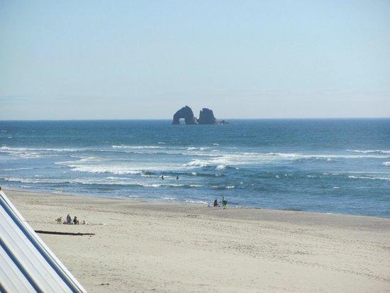Surfside Resort: View south of Twin Rocks