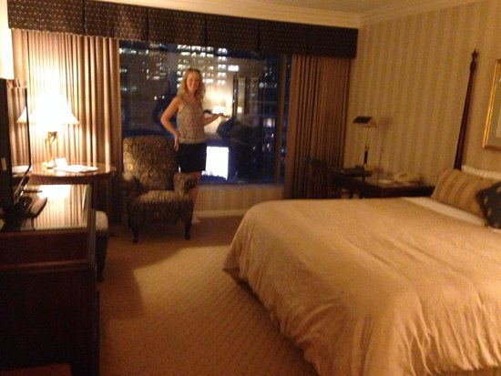 Sutton Place Hotel Vancouver : The room and the wife