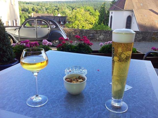 Hotel Spa et Restaurant au Chasseur: Et une 2CV en prime