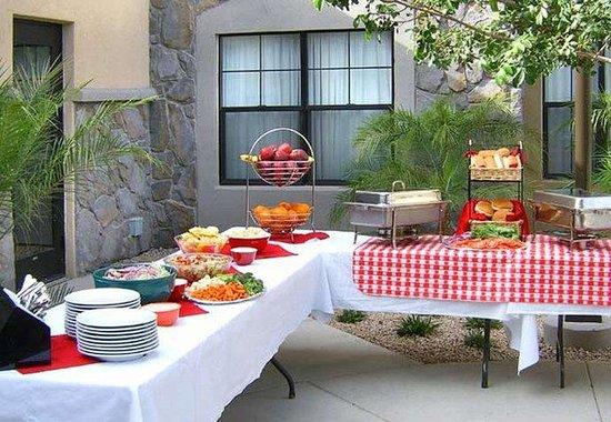 Residence Inn Phoenix Goodyear : Manager's BBQ