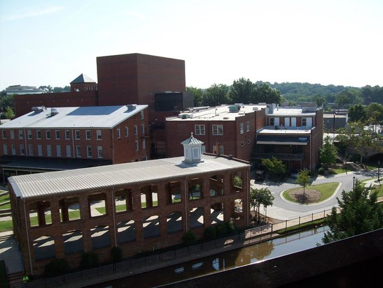Hampton Inn & Suites Greenville - Downtown - Riverplace: View out of our window