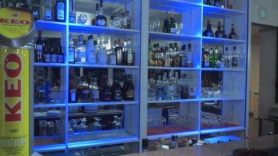 Artemis Hotel Apartments: Bar