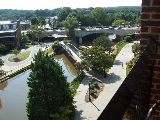 Hampton Inn & Suites Greenville - Downtown - Riverplace : View of Reedy River