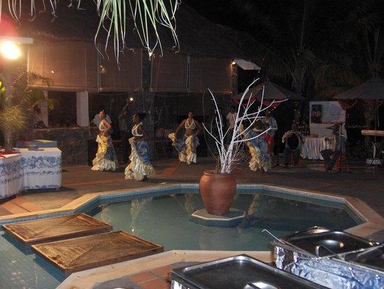 Cocotiers Seaside Boutik hotel : soirée animée à l'hôtel