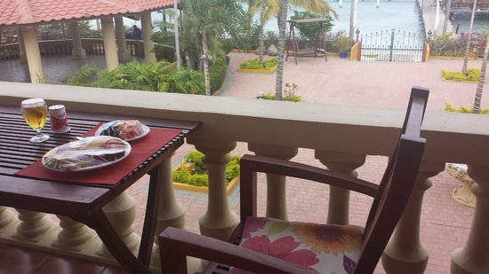 Aruba Surfside Marina: breakfast
