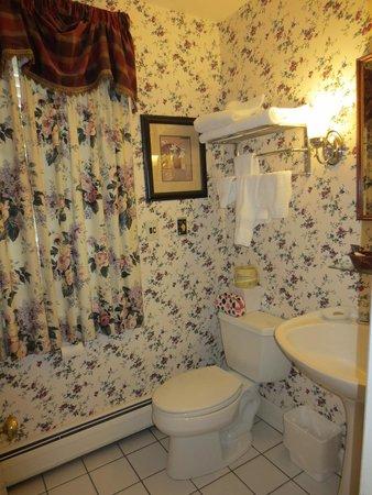 Inn at Montpelier: Bathroom