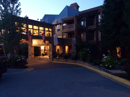 Embarc Whistler: Front of hotel