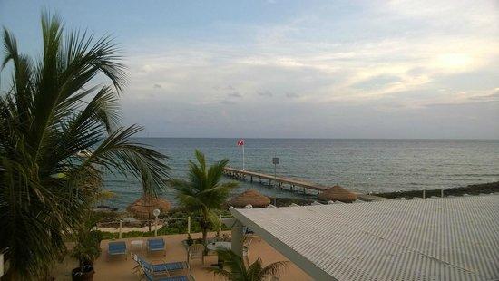 Cobalt Coast Grand Cayman Resort: View from my room door