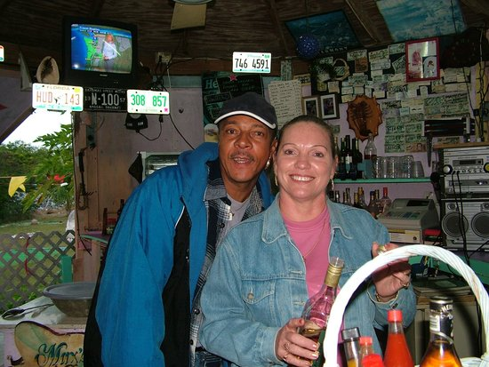 Max's Conch Bar & Grill: Lovely Liz and Gary Richie