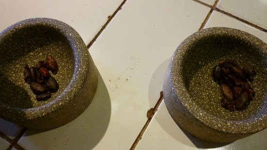 ChocoMuseo: Grinding beans