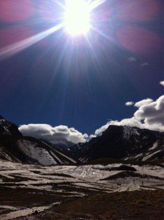 Parque Provincial Aconcagua: Aconcagua ao fundo coberto por nuvens.