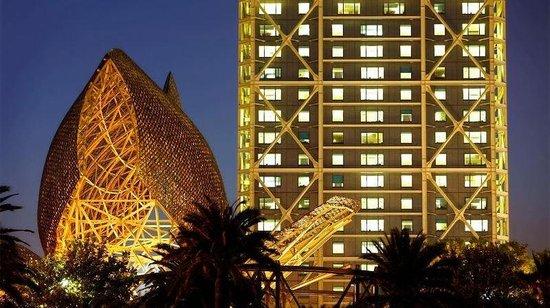 Hotel Arts Barcelona: Hotel Arts At Night With Fish