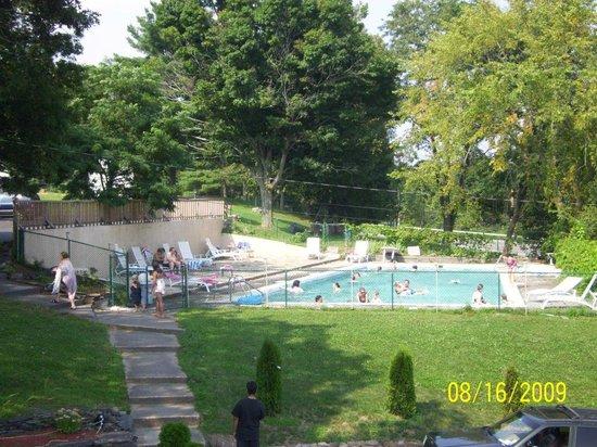B&B Lounge of Catskill: Pool