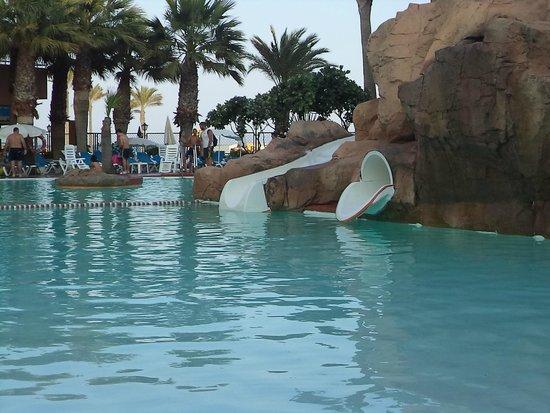 Playaluna Hotel: piscina con toboganes
