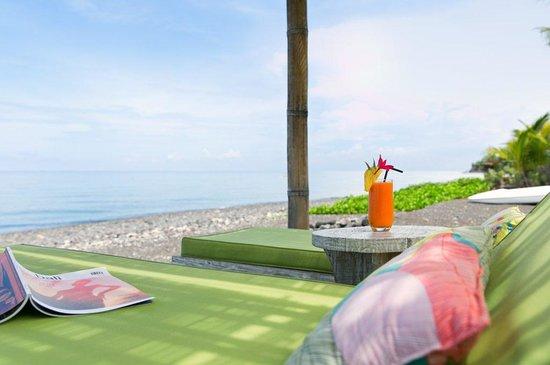 Villa Disana & Spa: lounge area on private beach