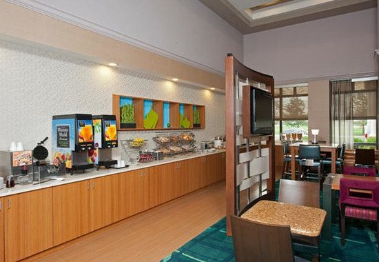 SpringHill Suites by Marriott Chicago Naperville / Warrenville: Breakfast Buffet