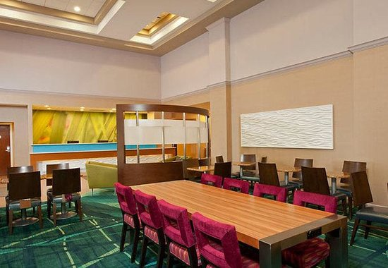 SpringHill Suites by Marriott Chicago Naperville / Warrenville: Communal Table
