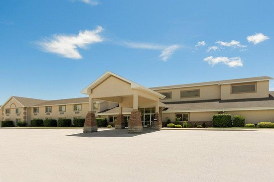 AmericInn Lodge & Suites Republic: Exterior Wide