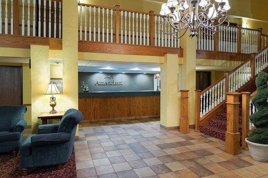 AmericInn Lodge & Suites Republic: Front Desk