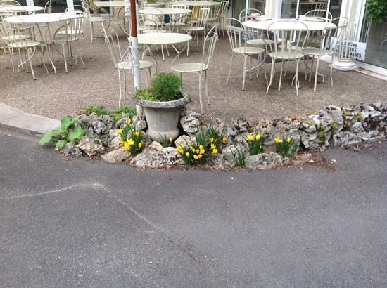 Hostellerie de Bretonniere: Het ontbijt terras of voor een drankje.
