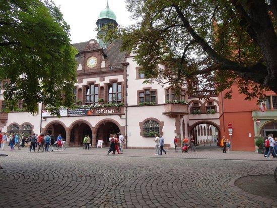 "New Town Hall : ""Neuen Rathaus"" di Friburgo."