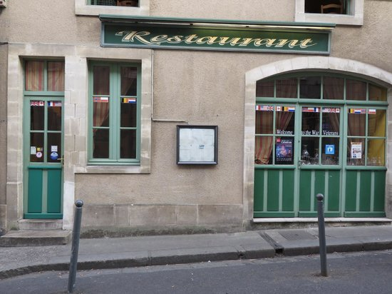 Hotel Le Bayeux: War veterans welcoming restaurant and town