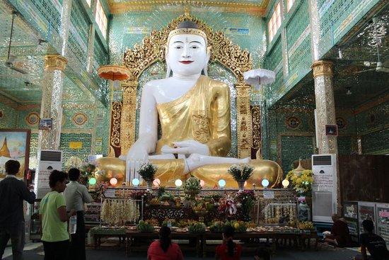 Kaunghmudaw Pagoda: Buddha
