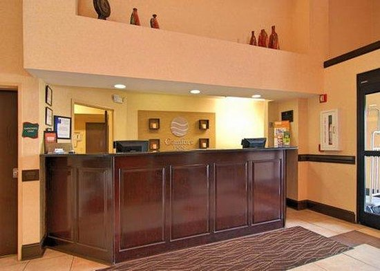 Baymont Inn & Suites Winston Salem: Front Desk