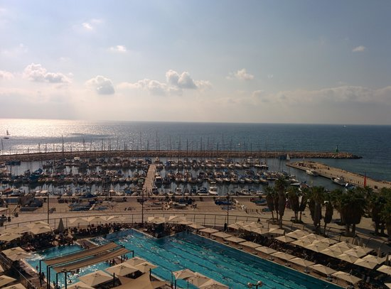 Leonardo Art Tel Aviv: view from roof-top pool