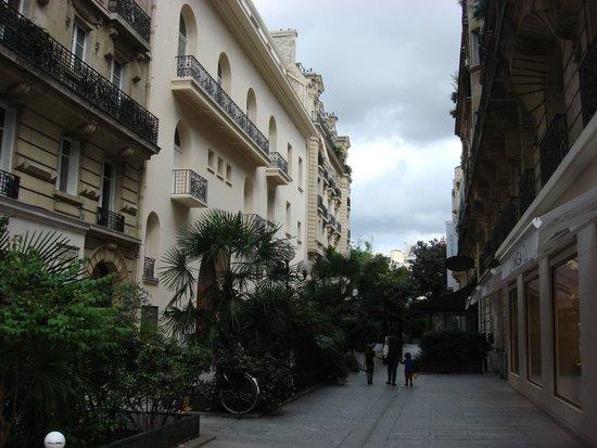 Quartier Saint-Germain-des-Prés : Rue Recamier (from Rue de Sevres)