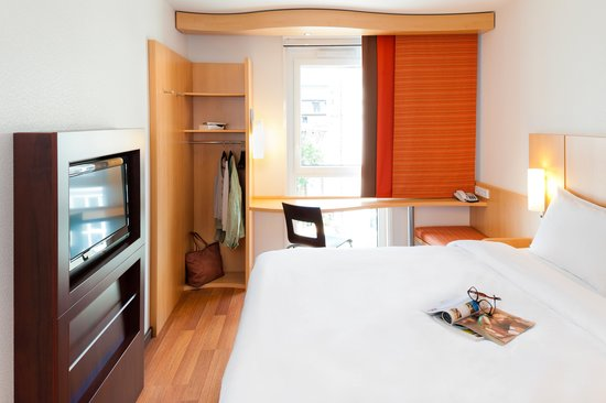 Chaponnay France  City pictures : Ibis Lyon Est Chaponnay France UPDATED 2016 Hotel Reviews ...