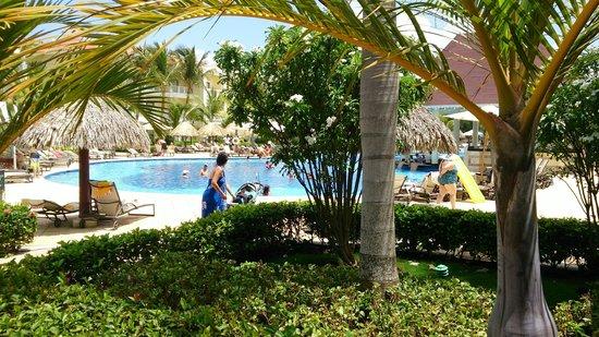 Luxury Bahia Principe Esmeralda Don Pablo Collection : Esmeralda main pool, next to lobby.
