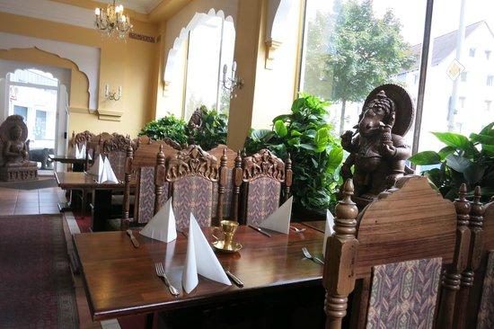 Inneneinrichtung bild von dwaraka indian restaurant for Gastronomie deko