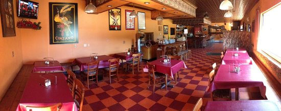 Domenic's Pizzeria: dining room