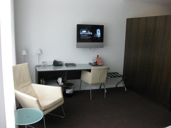 Comwell Kellers Park & Spa : Vores værelse med det lille TV.