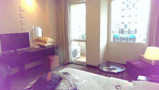 Palace Hotel Saigon: Room with balcon