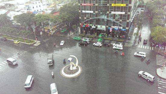 Palace Hotel Saigon: View on the street