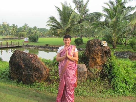 The LaLiT Golf & Spa Resort Goa : В сари :)