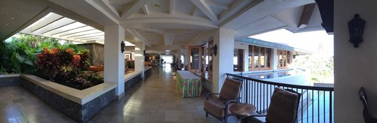 Sheraton Maui Resort & Spa: a view of the lobby