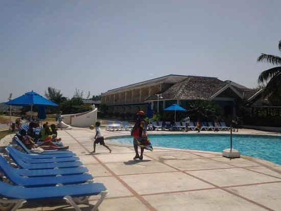 Sunscape Cove Montego Bay: Poolside