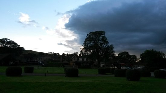 The Devonshire Arms Hotel & Spa: The hotel with helicopter during a rain storm