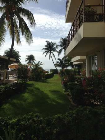 Ixchel Beach Hotel: View from ground level suite