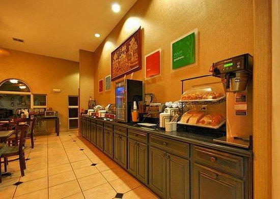 Comfort Inn & Suites: breakfast2