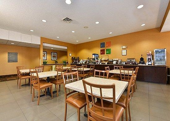 Comfort Inn & Suites : breakfast