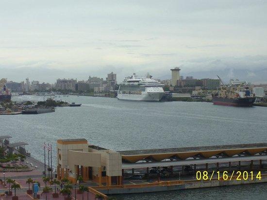 Sheraton Old San Juan Hotel : Cruise ship in harbor