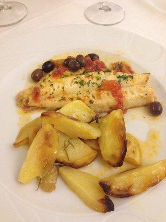 Le Vele: Filetto di scorfano con patate al forno.