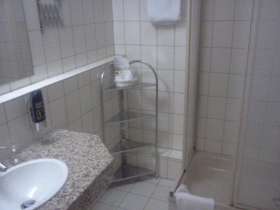 Fortuna Hotel: bathroom