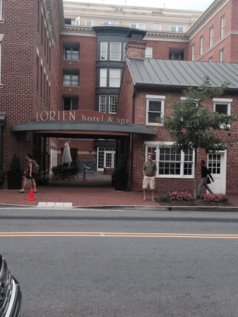 Kimpton Lorien Hotel & Spa : Street entrance