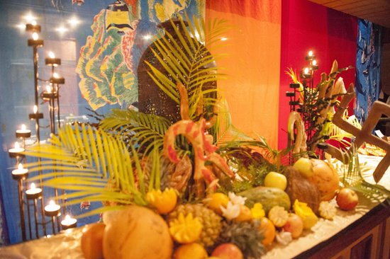 Jalsa Beach Hotel & Spa - Mauritius: Carved vegetables and fruits on display for a dinner